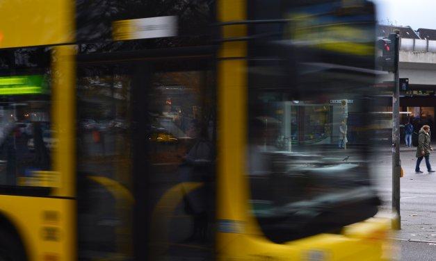Sprechende Busse und Haltestellen in Steglitz – BVG startet Modellversuch