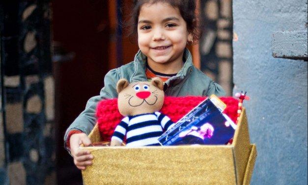 """""""Weihnachten im Schuhkarton"""" – In Lankwitzer Weihnachtswerkstatt werden tausende Geschenkpakete auf ihre Reise vorbereitet"""
