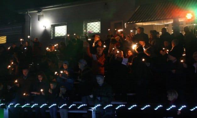 Adventssingen für einen guten Zweck im Preussen-Stadion in Lankwitz
