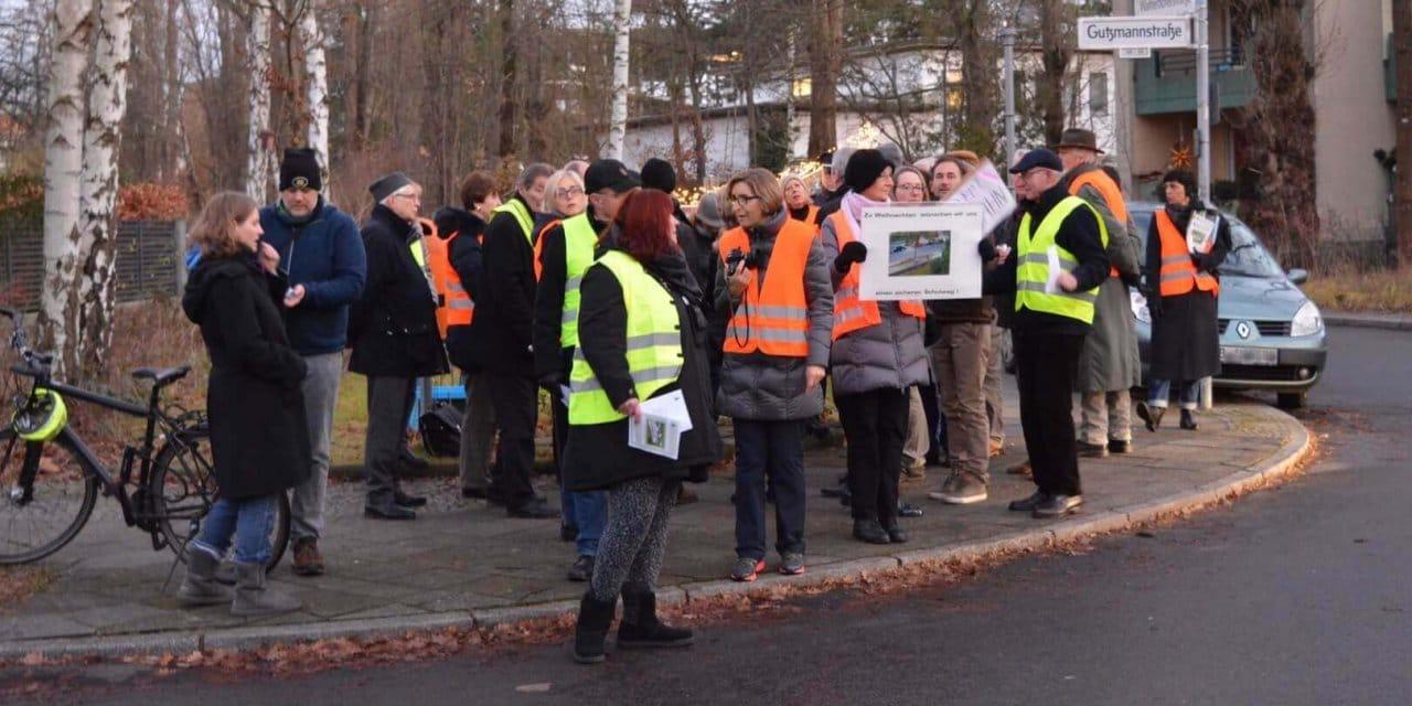 Gutzmannstraße/Leo-Baeck-Straße: Anwohner demonstrieren für einen sicheren Schulweg