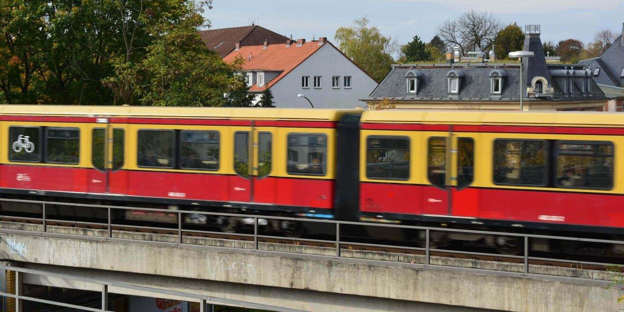 S-Bahn-Linie 25: Fahrrad auf Gleisen – 250 Passagiere mussten evakuiert werden