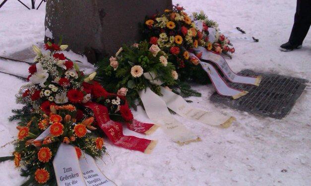 Kranzniederlegung zum 73. Jahrestag der Befreiung von Auschwitz