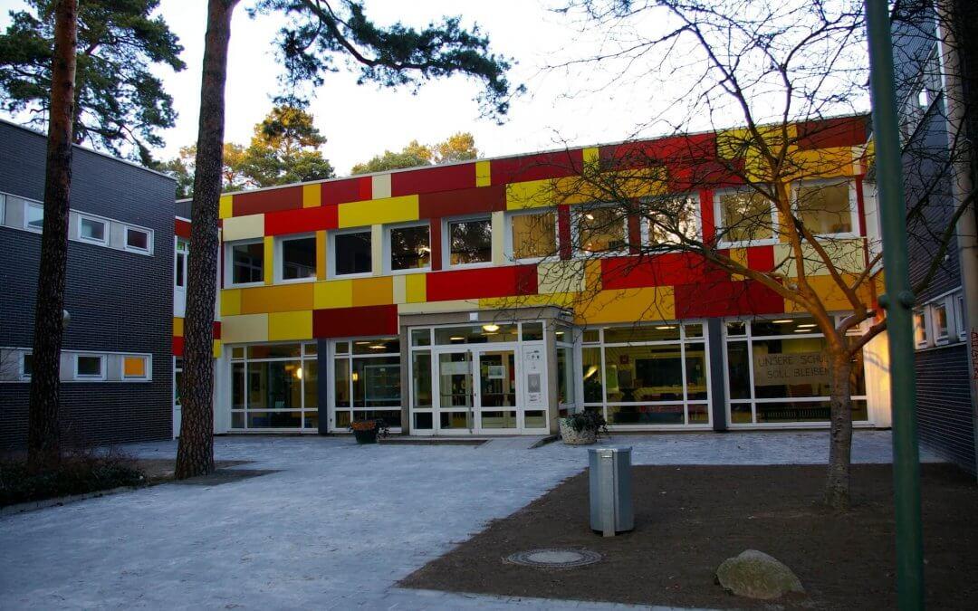 Öffentliche Übergabe von gelben Warnwesten an Schulanfänger