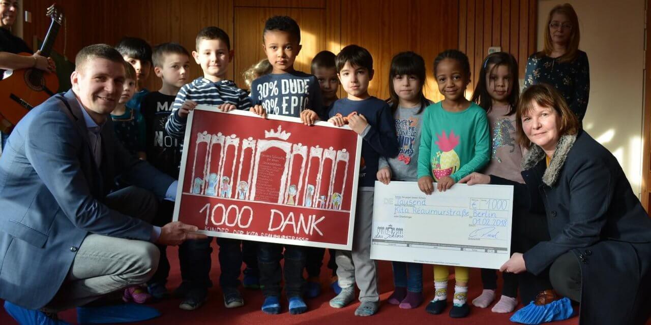 """1000 Euro für neuen Snoezel-Raum – """"Das Schloss"""" überreicht Spende an Kita Réamurstraße"""