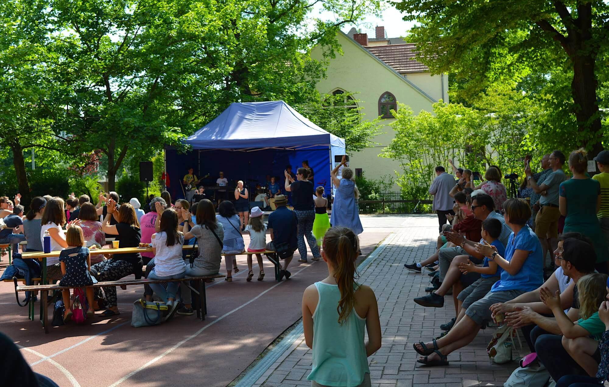 1.300 Euro Spenden für neuen Musikraum an Giesensdorfer Schule ...