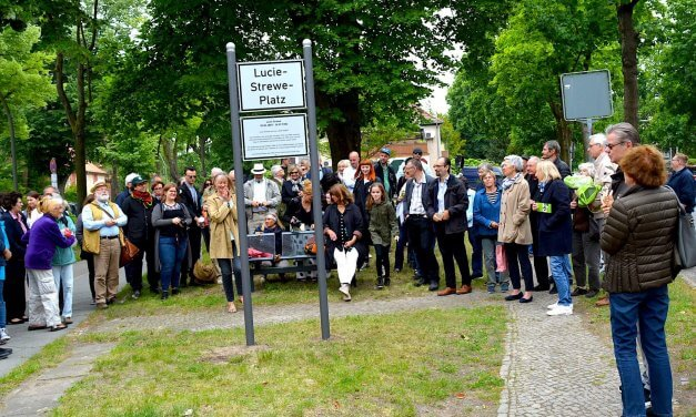 """Platz in Zehlendorf nach der """"Stillen Heldin"""" Lucie Strewe benannt"""