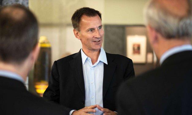 Britischer Außenminister zu Besuch im AlliiertenMuseum in Zehlendorf