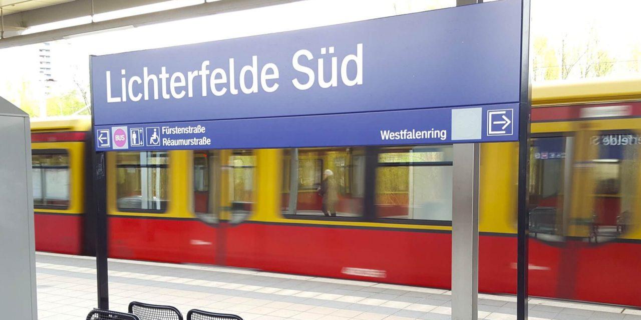 Lichterfelde-Süd: 30-Jähriger uriniert am S-Bahnhof und greift Sicherheitsmitarbeiter mit abgebrochenem Flaschenhals an