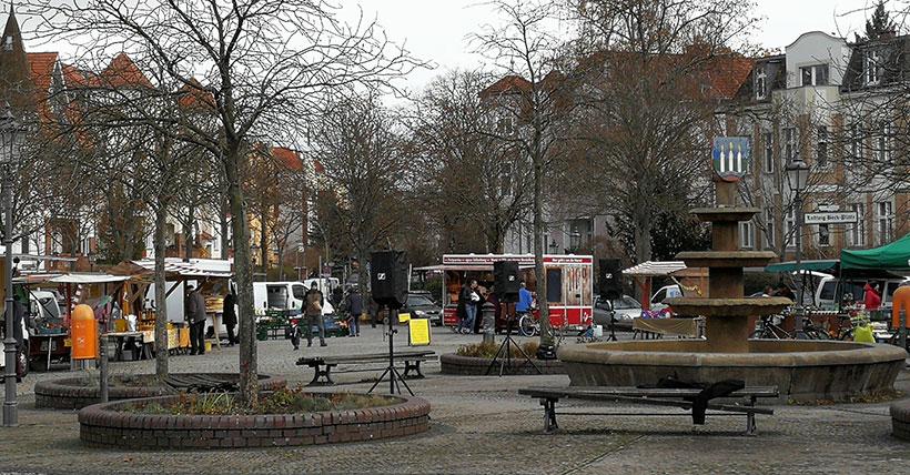 Der Wochenmarkt, die Bürgermeisterin und frische Eier