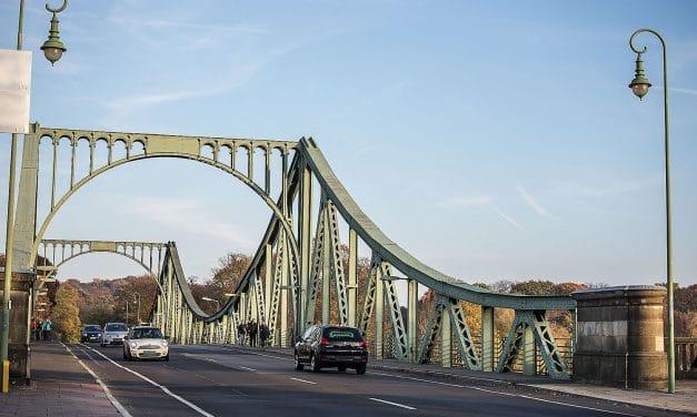 Rückblick: 30. Jahrestag des Mauerfalls auf der Glienicker Brücke