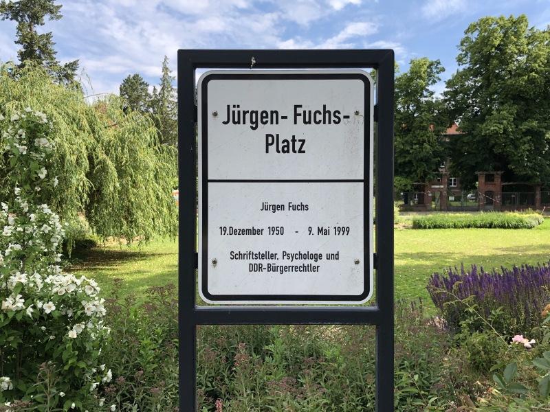 Fertigstellung der Neupflanzungen auf dem Jürgen-Fuchs-Platz
