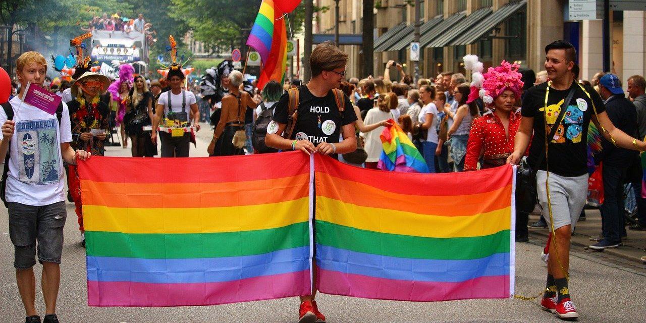 """Bezirksamt unterstützt Lesben- und Schwulenverband bezüglich """"LGBT-freien Zonen"""" Polens"""