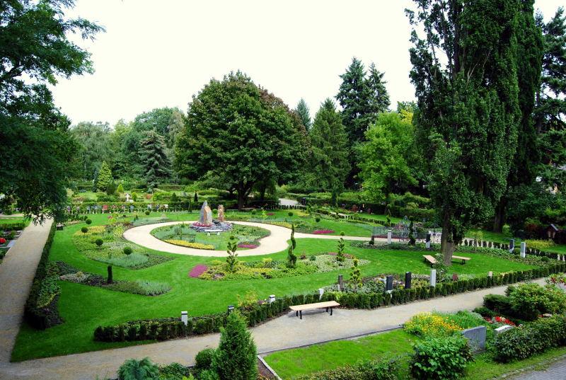 Ein ruhiger Spaziergang auf dem Friedhof Steglitz