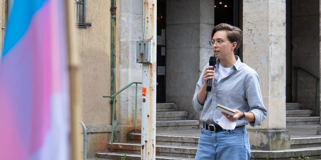 Für einen queerfreundlichen Bezirk – Kundgebung der Jugendparteien
