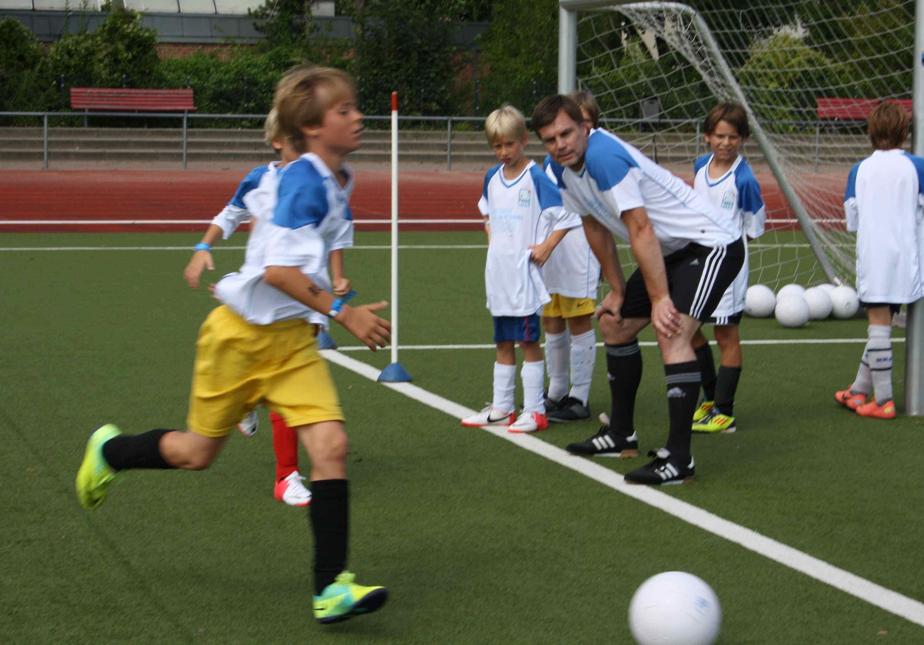 Der richtige Biss: Fußballcamp mit Thomas Helmer